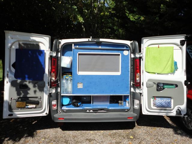 amenagement trafic l2h1 camping car location auto clermont. Black Bedroom Furniture Sets. Home Design Ideas