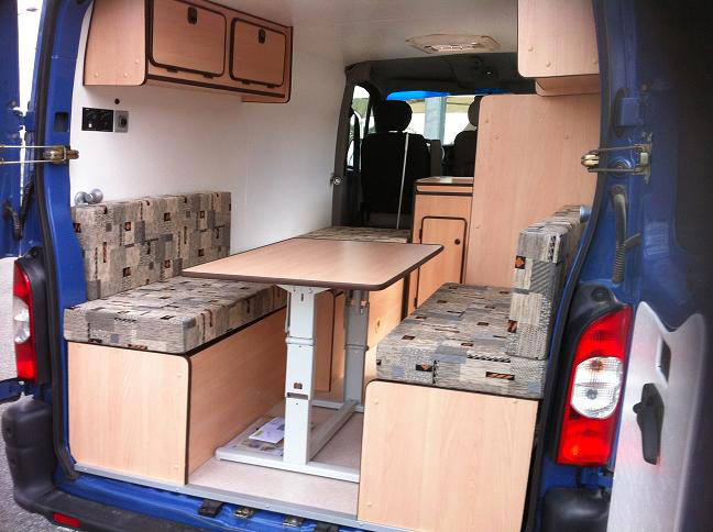 Amenagement interieur de fourgon en camping car location for Equipement interieur camping car