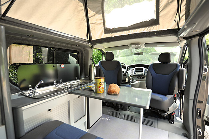 Camping car amenagement interieur location auto clermont for Equipement interieur camping car