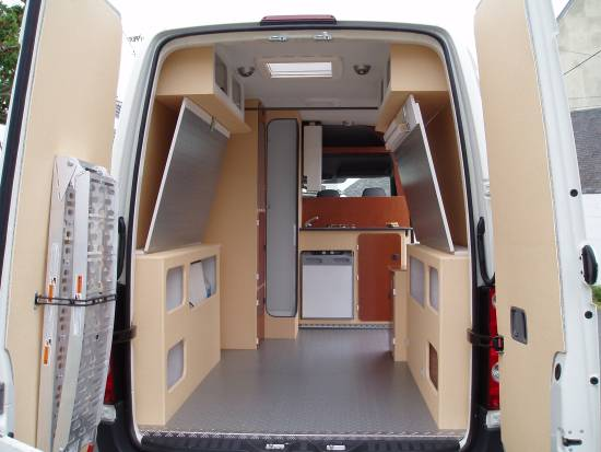 kit amenagement fourgon camping car trafic location auto clermont. Black Bedroom Furniture Sets. Home Design Ideas