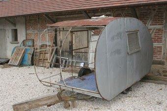 restauration caravane ancienne location auto clermont. Black Bedroom Furniture Sets. Home Design Ideas