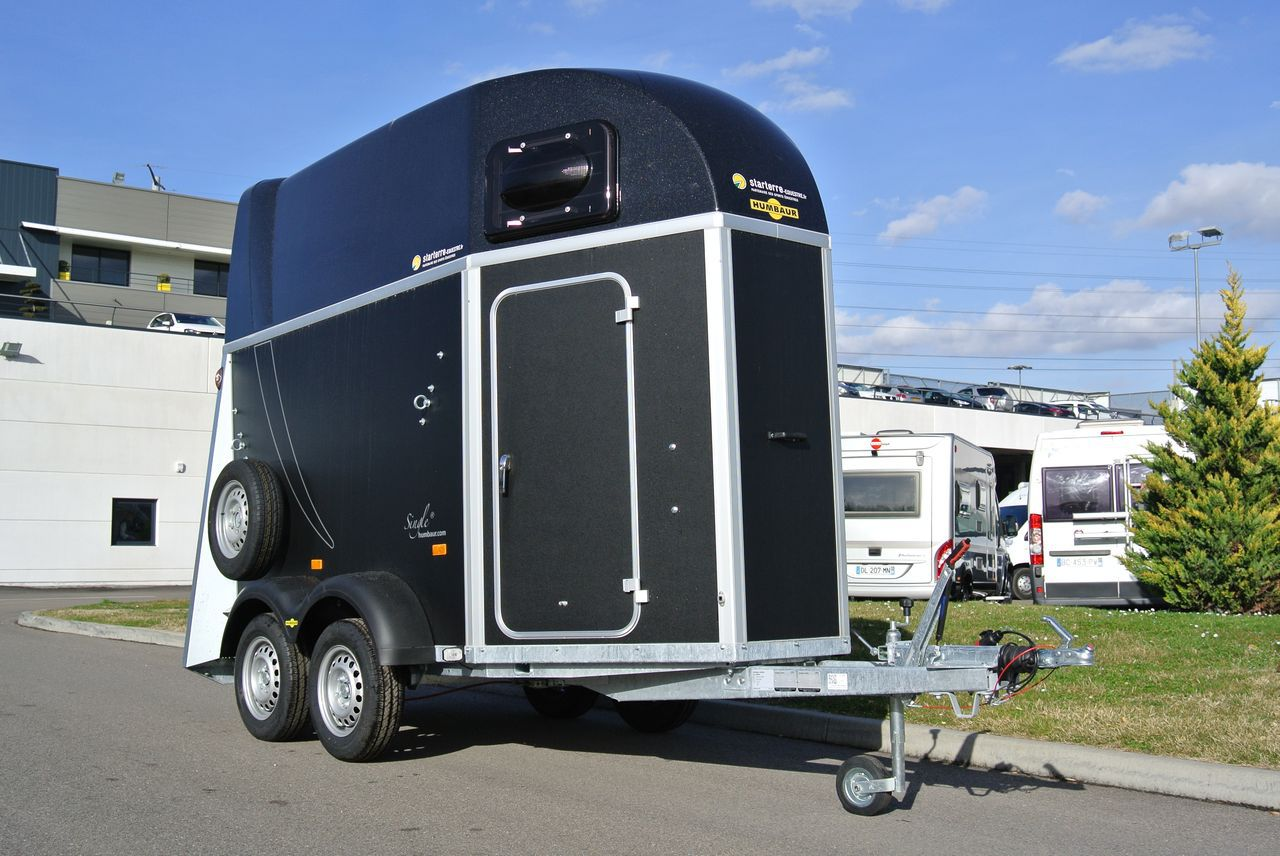 vans pour chevaux. Black Bedroom Furniture Sets. Home Design Ideas