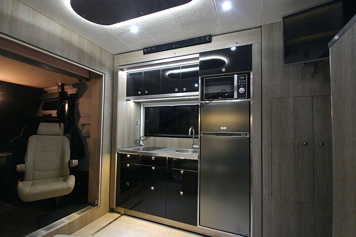 amenagement camion chevaux vl location auto clermont. Black Bedroom Furniture Sets. Home Design Ideas
