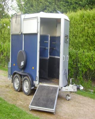 van chevaux 1 5 place location auto clermont. Black Bedroom Furniture Sets. Home Design Ideas
