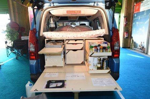 kit pour amenager un fourgon en camping car location. Black Bedroom Furniture Sets. Home Design Ideas