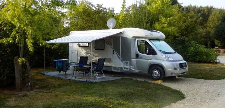 rachat camping car location auto clermont. Black Bedroom Furniture Sets. Home Design Ideas