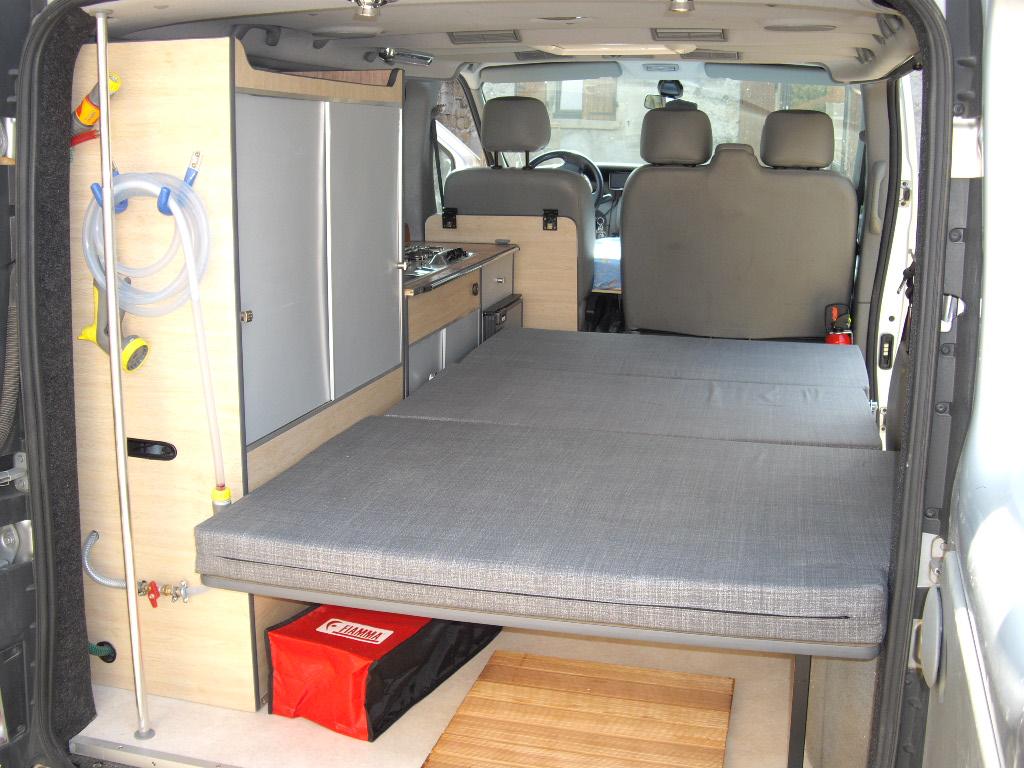 amenagement camping car trafic l1h1 location auto clermont. Black Bedroom Furniture Sets. Home Design Ideas