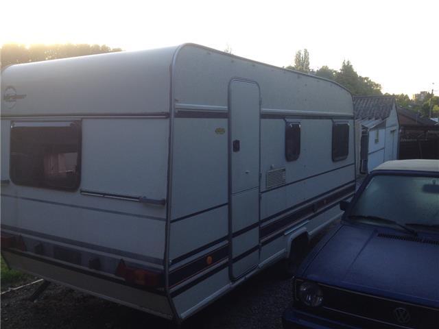 caravane burstner 2013 location auto clermont. Black Bedroom Furniture Sets. Home Design Ideas