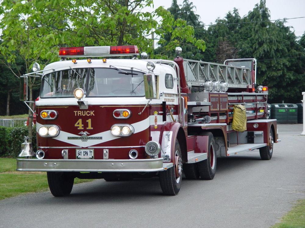 location camion pompier location auto clermont. Black Bedroom Furniture Sets. Home Design Ideas