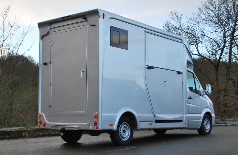 location camion vl transport chevaux location auto clermont. Black Bedroom Furniture Sets. Home Design Ideas