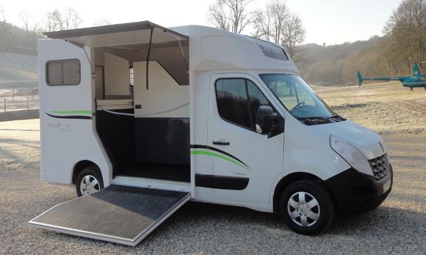 vans transport de chevaux location auto clermont. Black Bedroom Furniture Sets. Home Design Ideas