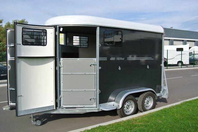 van pour chevaux pas cher location auto clermont. Black Bedroom Furniture Sets. Home Design Ideas